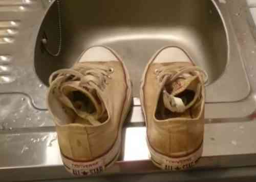 Sararan Ayakkabı Kenarı Beyazlatma